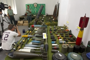 A Police exhibition of the arms found in a Rincón home