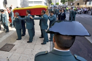 Hundreds of people attended officer Emiliano Quintana's funeral on Saturday Photo EFE