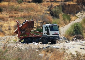 Caught red-handed: A lorry from El Cano is snapped dumping a skip-load of rubbish into Turre's countryside