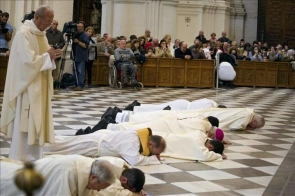 Last year the Archbishop of Granada along with several other bishops lay prostrate before the altar ahead of mass in Granada Cathedral, praying for forgiveness for the scandal