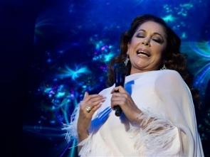 Isabel Pantoja carries on singing