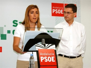 """Sánchez Teruel, the head of the PSOE in Almería here with Junta president Susana Díaz, said the changes to the law will make Spain """"much safer judicially"""""""