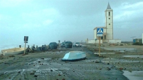 Strong winds and high waves struck the Almería coast over the weekend, including Las Salinas and its emblematic church