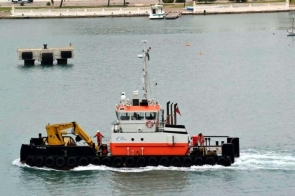 The tugboat GPS Battler was in the port of Almería undergoing engine repairs