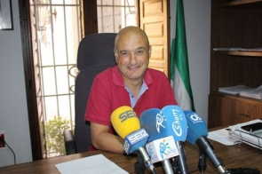 Ronda councillor Rafael Flores has urged the public to report illegal dumping immediately