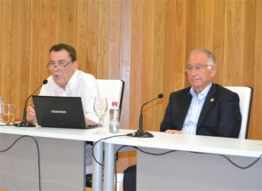 Writer and novelist Sánchez Dragó (left) together with Roquetas mayor Gabriel Amat at last week's conference