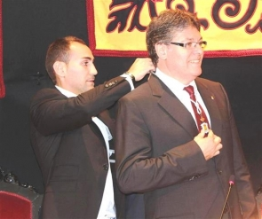 Albox mayor Rogelio Mena was attacked by the opposition for refusing to step down before being sworn in
