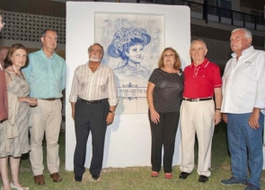 Torremolinos mayor Pedro Fernández Montes (2nd from right) at the unveiling