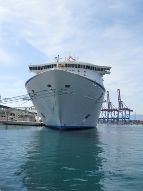 A cruise ship docked at Málaga port (Photo: S. Davenport)