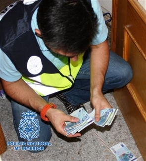 A police officer with some of the fake 20-euro notes