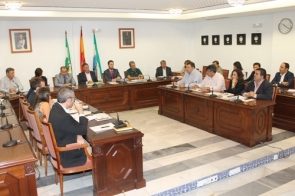 The council meeting where mayor Ángel Nozal said the company had appealed the fine
