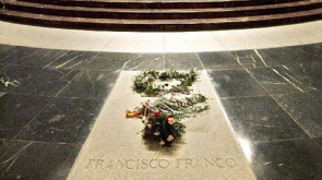 The report says Franco's body should be removed from the Valley of the Fallen war memorial