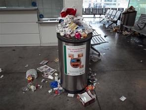 Rubbish bins overflowing in Almería station