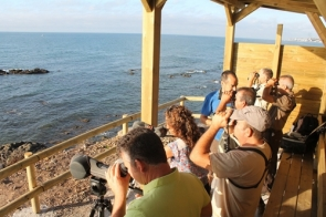 Birdwatchers at an observation shelter on the Mijas coast (Photo: CDSN)