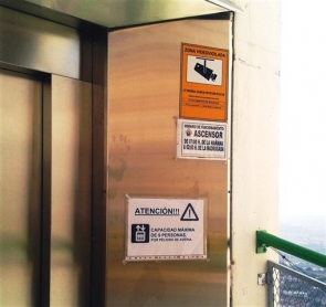 """Mojacar lift - """"small, slow and always broken"""", according to an opposition councillor"""