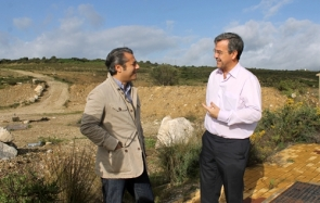 Estepona mayor José Maria Urbano, right, during a visit to the hospital site