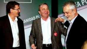 Juan Fernando Ortega Paniagua (centre) pictured with former Junta president José Griñan (right) – both are being investigated in connection with separate fraud scandals in Andalucía