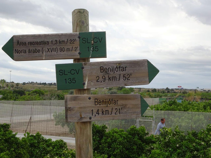 2184costawalk_Benijofar walk signs (1)